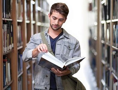 étudiant bibliothèque
